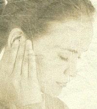 чешется правое ухо