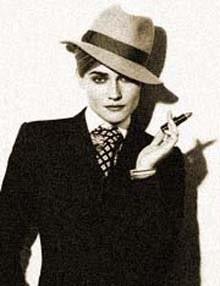 девушка в мужской шляпе