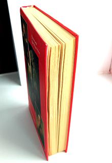 книга стоит