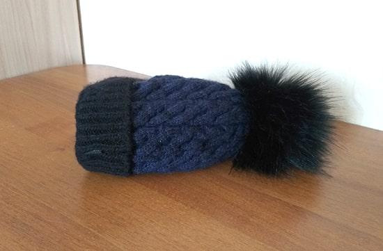 шапка на столе