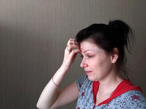 к чему чешется лоб у женщины