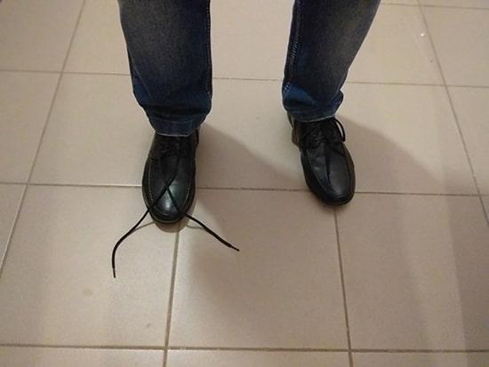 развязавшийся шнурок