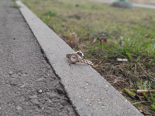найти часы на улице