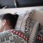 Почему нельзя спать на двух подушках одному человеку